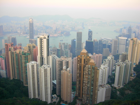 Unik utsikt over Hongkongs skyline fra Victoria Peak.