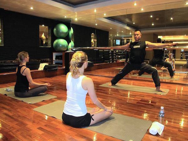 Banyan Tree Bangkok tilbyr gratis trening - med eller uten instruktør. Vi deltok på en yogaklasse.