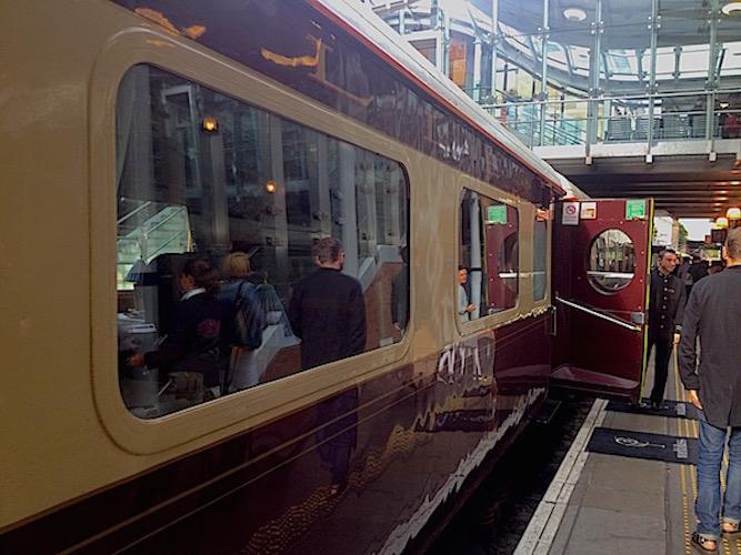 Forventningene er høye idet jeg stiger ombord på luksustoget som skal ta meg fra Edinburgh til London.