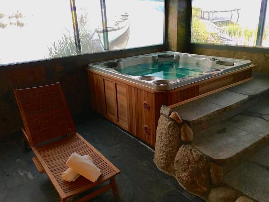 Hotellet har også en vanlig velværeavdeling med boblebad og ulike typer badstuer.