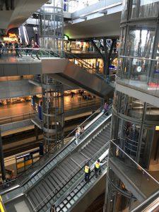 For en nordmann fremstår Hauptbahnhof som e-n-o-r-m-t.