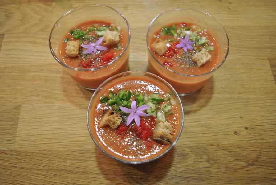 Gazpacho er perfekt å lage og ha i kjøleskapet varme sommerdager, ifølge kurslederen vår.