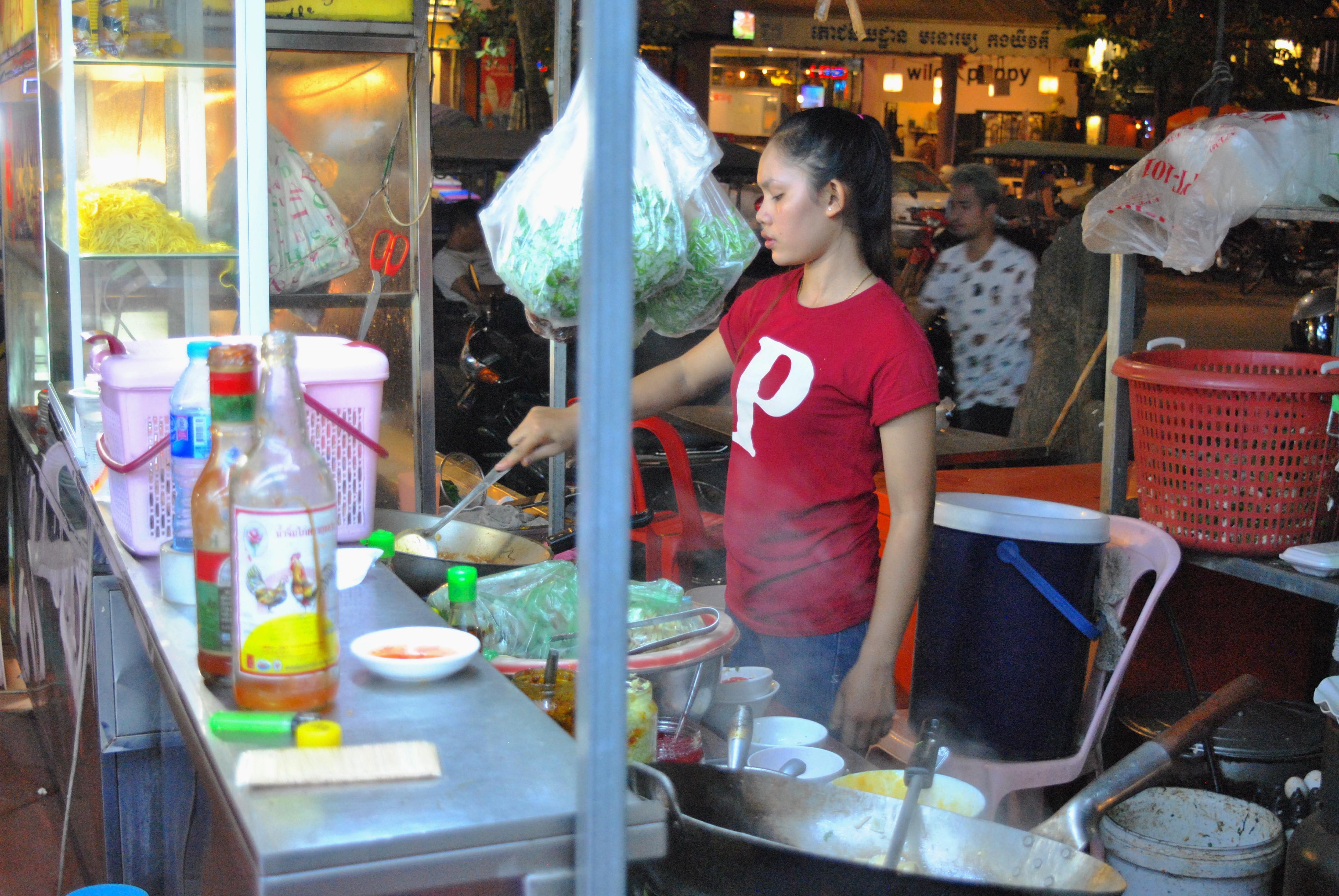 Jeg var forholdsvis forsiktig i matveien i Kambodsja, men én kveld tok jeg sjansen og bestilte en grønnsaksrett fra en gatebod :)