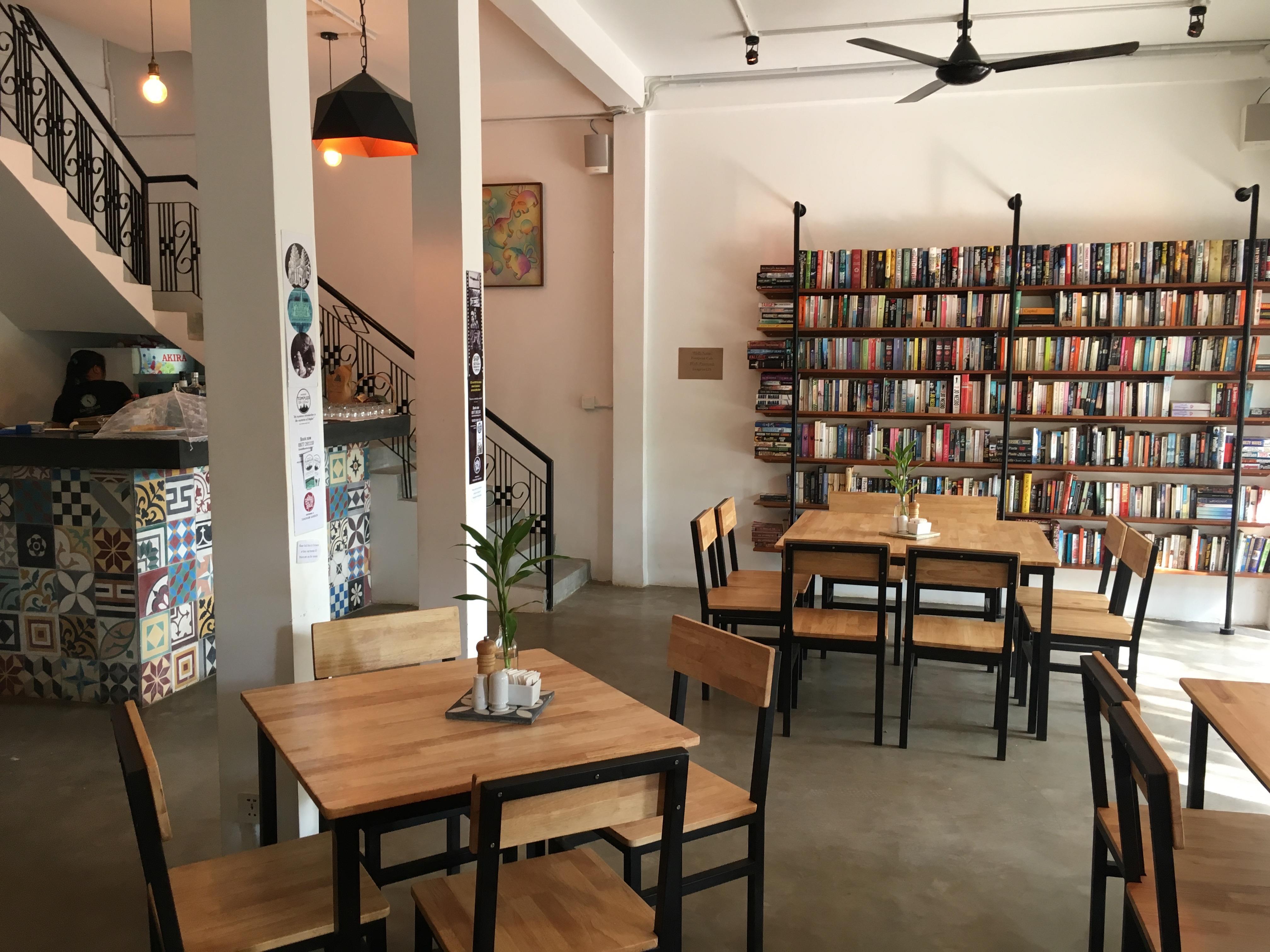 Hvis du besøker Siem Reap, bør du definitivt besøke Fooprint Cafe. Her kan du også kjøpe brukte bøker, noe jeg naturligvis elsker :D