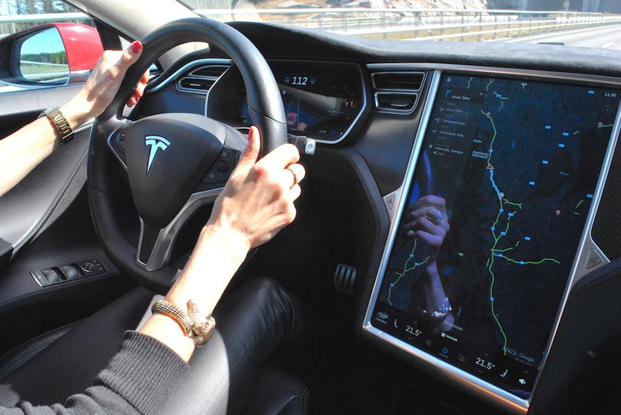 Å kjøre Tesla er litt som å kjøre en datamaskin!