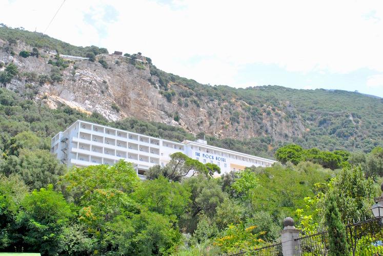 Hotellet The Rock serverer også afternoon tea ute på terrassen. Neste gang skal jeg dit!