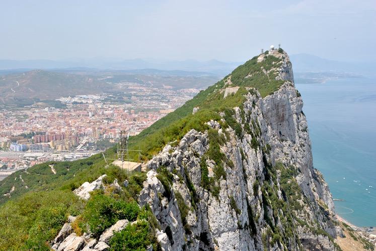 De fleste som besøker Gibraltar kommer for å se klippen, også kjent som The Rock.