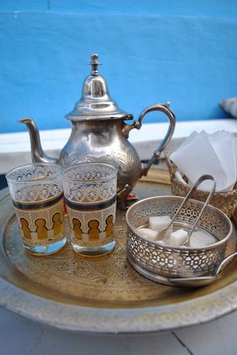 Like ved hotellet ligger den intime kafeen og restauranten Al anglaise. Vi spiste middag på takterrassen og nøt ekte marokkansk te!