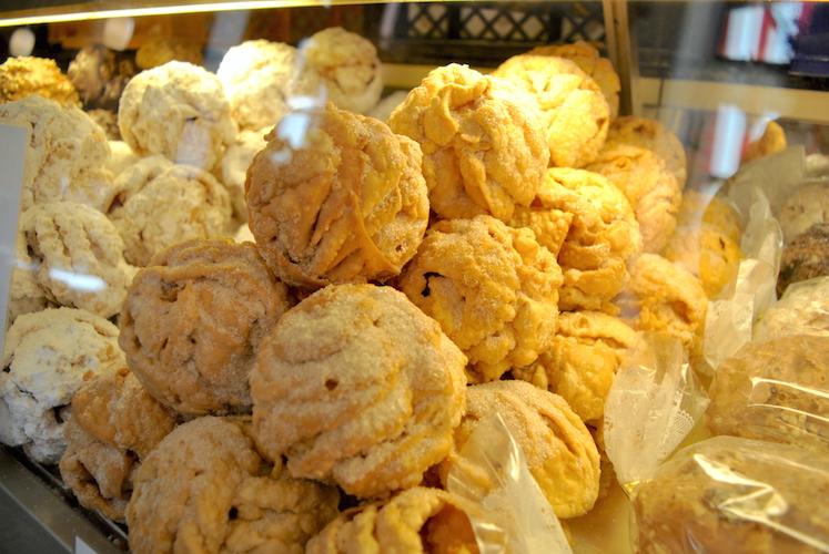 Ifølge guiden vår er bakeriet Striffler det beste stedet å kjøpe Schneballen i Rotheburg.