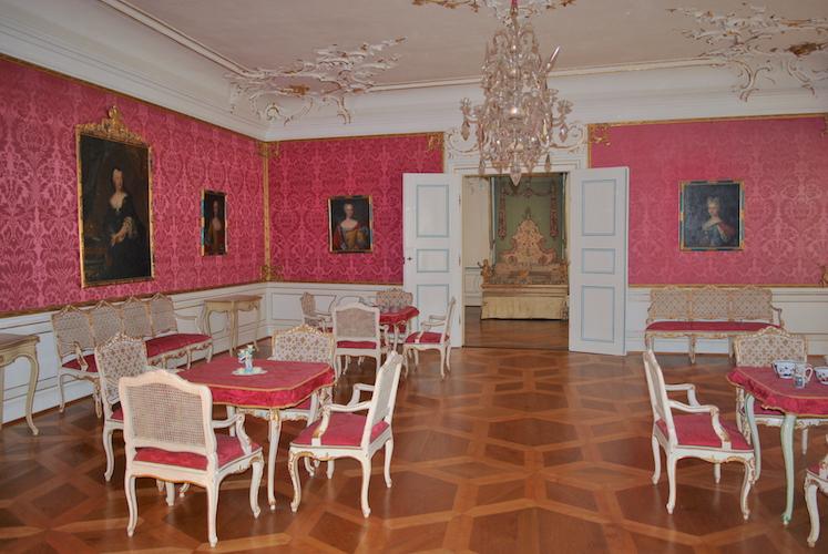 Mange av møblene på slottet er de samme som på 1700-tallet.