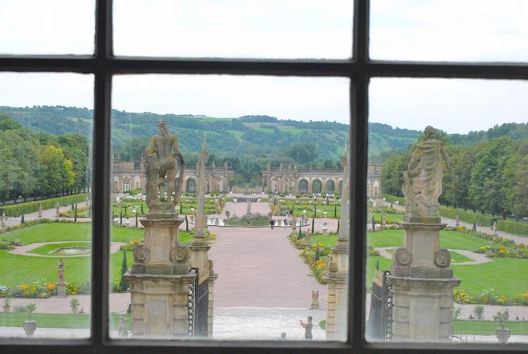Utsikt fra slottet over den tilhørende hagen.