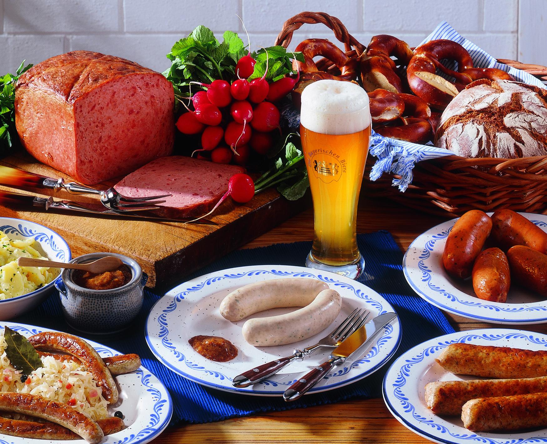 Tyske pølser og øl er en selvfølge når du besøker Bayern! Bildet er lånt fra Füssens turistkontor.