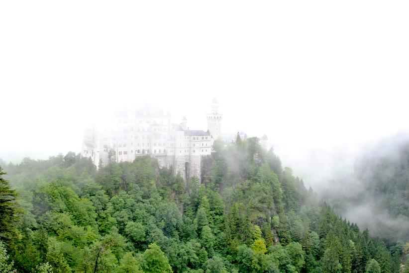 Slottet var skjult av tett tåke da vi ankom. Men plutselig ...