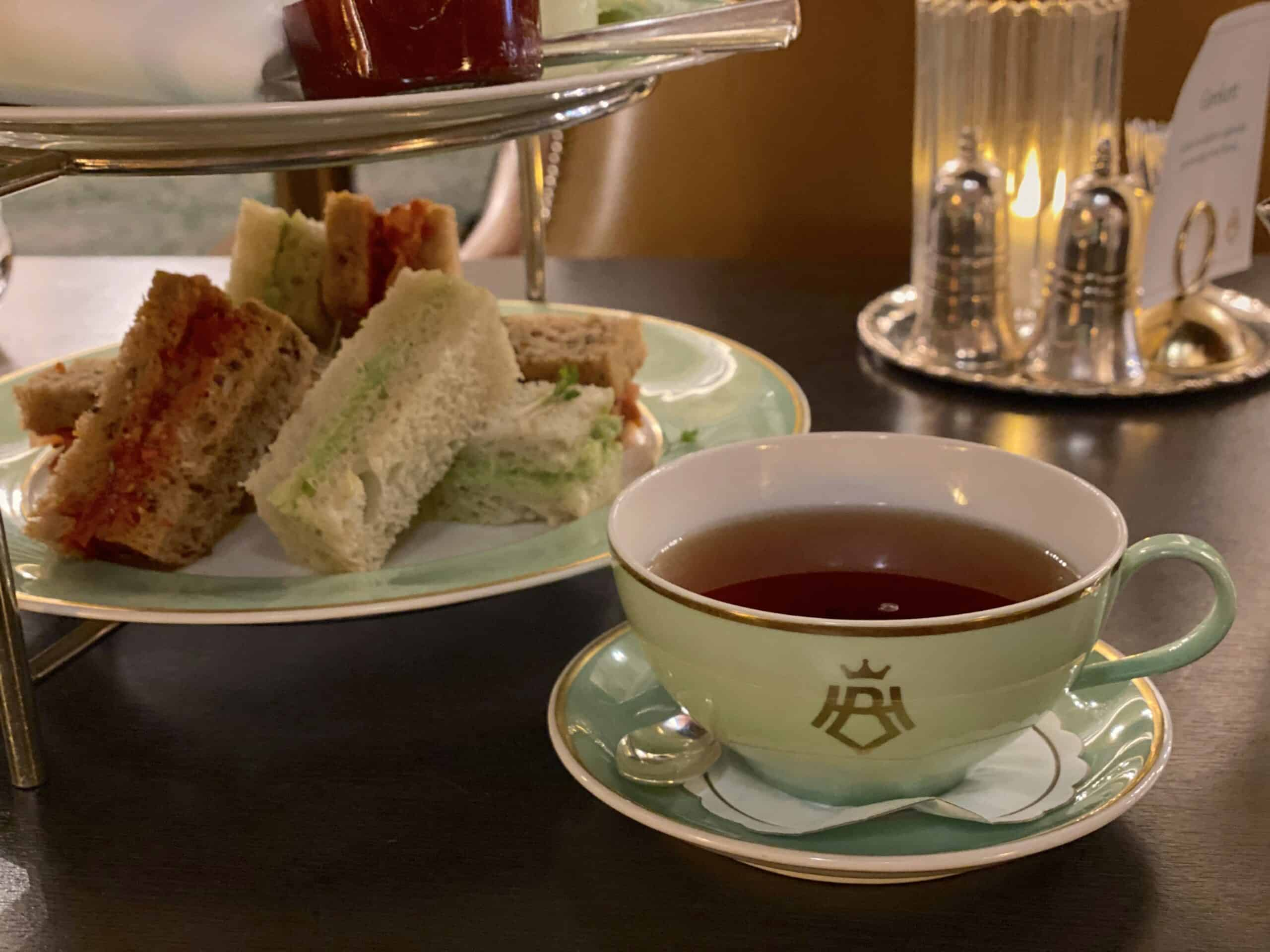 Afternoon tea ved Hotel Bristol i Oslo.
